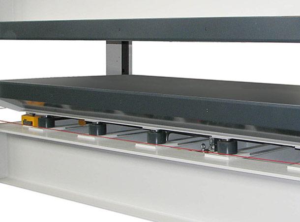pressa-piani-caldi-fibra-carbonio-nuteco